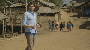 Nikolaj Koppel besøger det nordlige Laos, hvor adgangen til både uddannelse og sundhedssystemet er yderst begrænset. Foto: Christopher Hornstrup Thuesen, Laos.