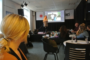 Programleder Anja Nielsen fortæller om Aktion Børnehjælps projekter i Indien.