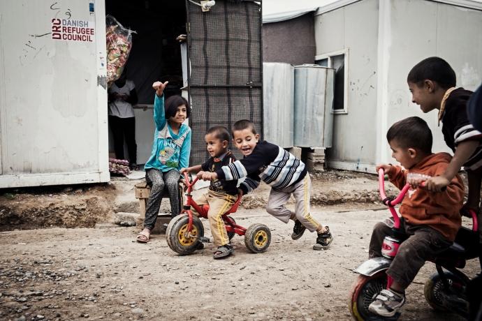 Syriske børn leger i flygtningelejren Qusthapa. Foto: Klaus Bo Christensen.